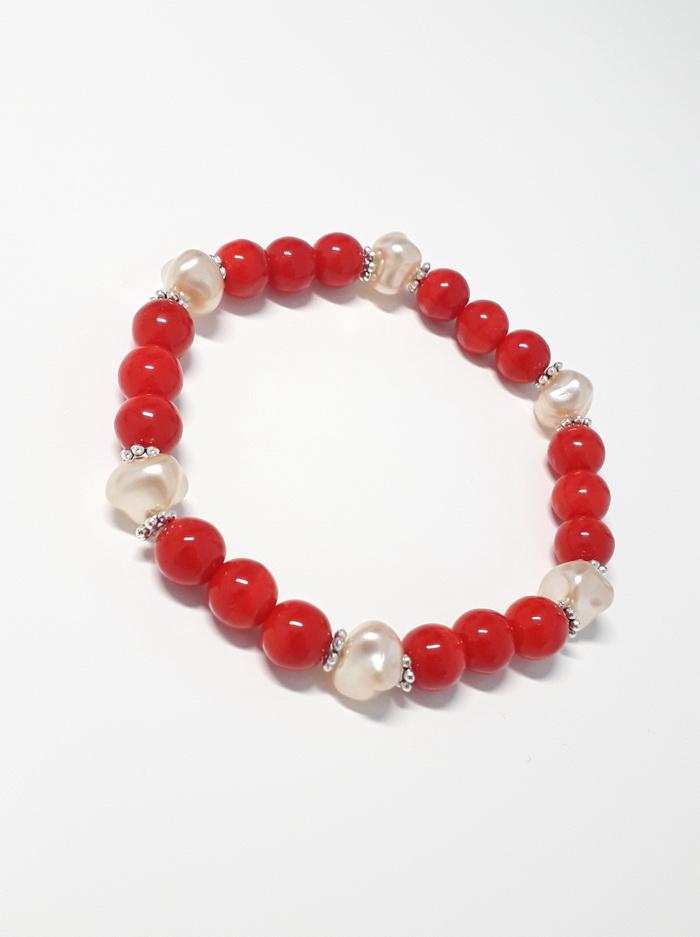 červený s nepravidelnými perlami