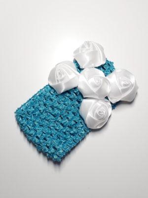 modrá s bílými růžičkami